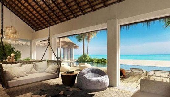 Four Seasons Maldives: Voavah Baa Atoll Tempat in merupakan tempat yang eksklusif yang menyajikan beragam kemewahan fasolitas di dalamnya. Staf staf ahli di sini pun diambil yang terbaik seperti dokter, ahli spa, instruktur snorkling dan sebagainya. Jadi kamu nggak akan merasa khawatir akan terjadi sesuatu yang nggak diinginkan jika bermalam di resort mewah ini.