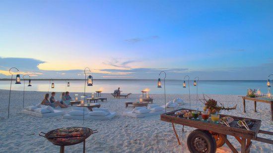 Zanzibar : Mnemba Island Lodge Terletak persis di Samudera Hindia yang berwarna biru kehijauan. Tempat ini cocok juga bagi yang menyukai aktivitas laut seperti Diving, Snorkling, Scuba dan Sea Kayaking.