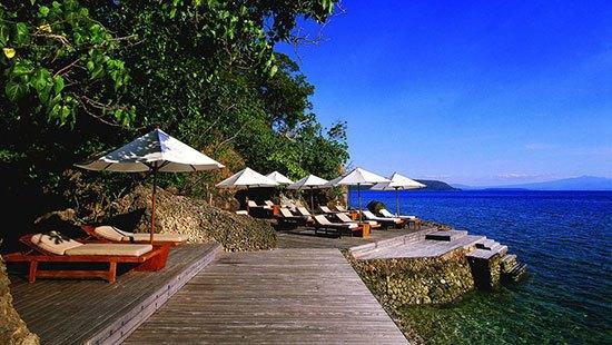 Indonesia : Amanwana Letaknya di sebelah timur Bali, pulau ini dikelilingi oleh perairan biru yang mempesona dan hamparan karang yang tak terjamah. Difasilitasi juga dengan pelayanan yang mewah kamu juga bisa memesan perjalanan menggunakan kapal pesiar ke pulau Komodo.