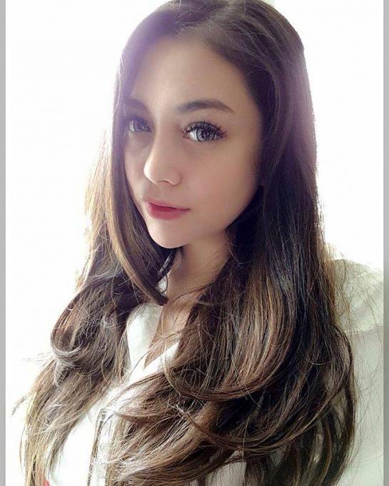 Celine Evangelista berperan dalam sinetron Asisten Rumah Tangga yang ditayangkan oleh RCTI. Pembantu yang cantik.
