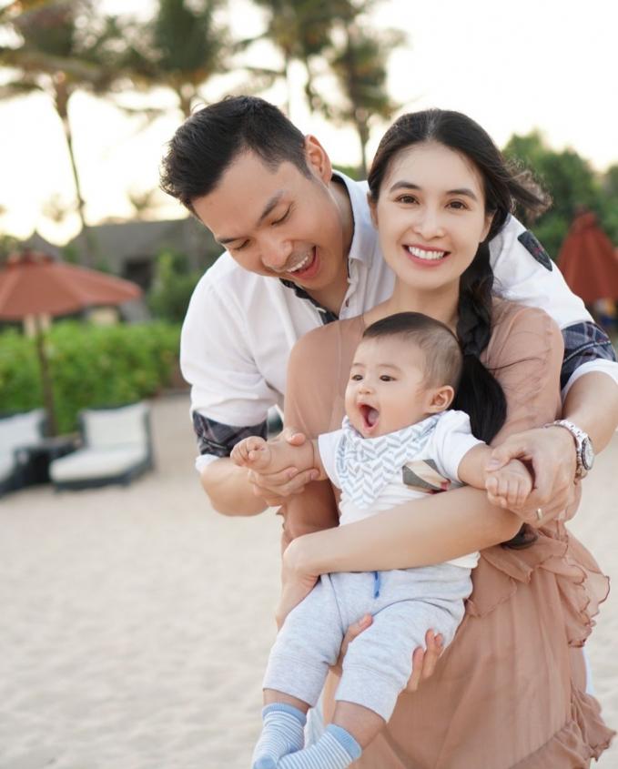 Sandra Dewi Kecantikan Sandra Dewi emang nggak diragukan lagi, dengan makeup atau tanpa makeup sekalipun.