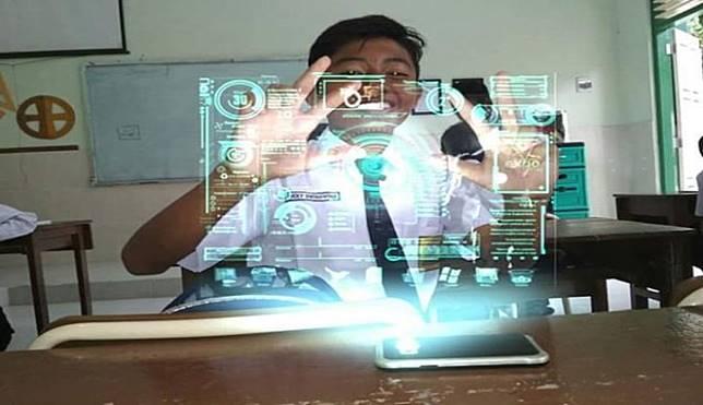 Hologram juga digunakan untuk sistem pembelajaran di sekolah :D