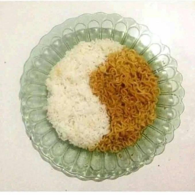 Yin dan Yang dalam sepiring nasi dan Indomie.