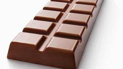 Memakan Coklat