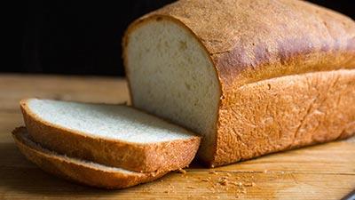 Mengunyah Roti