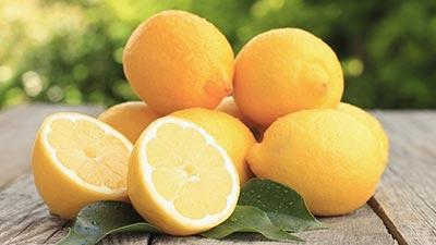 Meminum Air Perasan Lemon