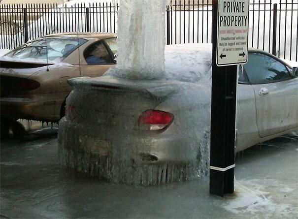 Tempat apaan itu ya bisa bikin beku kendaraan.