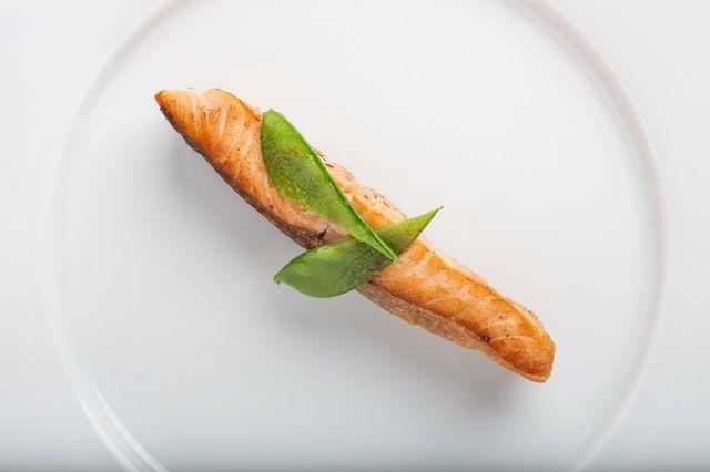 Rajin makan ikan laut Karena kandungan proteinnya ikan laut bisa memicu pembentukan kolagen. Kolagen adalah salah satu protein yang menyusun tubuh manusia. Dia adalah struktur organik yang membangun tulang, gigi sendi, kulit dan otot. Jadi bagi kamu yang mau kulit yang bagus harus banyak makan ikan laut.