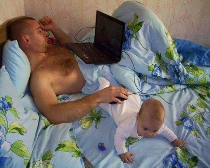 Saat menjaga anak, bayi ini juga bisa beralih fungsi.