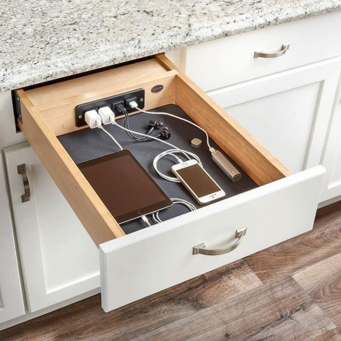 Laci tempat charger yang kamu butuhkan di rumah.
