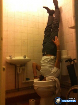 Kocaknya Foto Seseorang Saat Terjebak di Toilet, Kok Bisa Ya?
