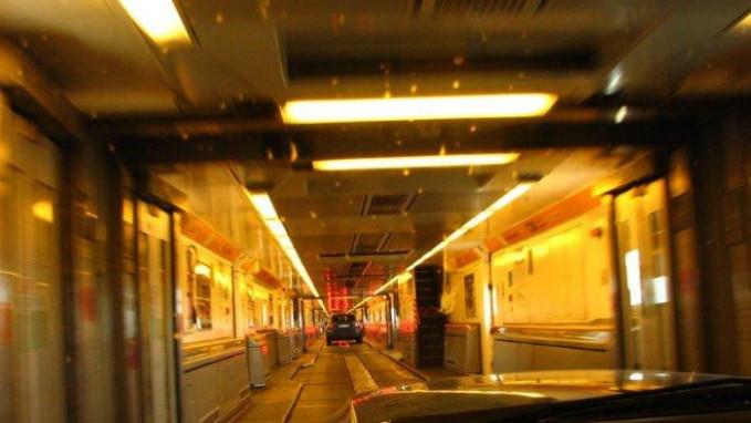 Terowongan Inggris Juga dikenal dengan Chunnel, royek besar ini menghubungkan Inggris Raya ke daratan Eropa. Dan merupakan terowongan terpanjang kedua di dunia. Selesai pada tahun 1994 setelah 6 tahun pembangunan yang melibtkan 13.000 orang dan II mesin bor terowongan besar. Anjangnya 31 mil dan memungkinkan layanan kereta berkecepatan tinggi untuk didirikan antara Inggris dan Prancis.