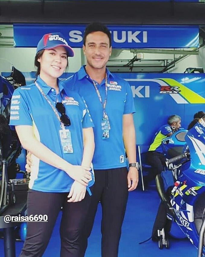 Hamish juga mengajak Raisa ke pertandingan GP di Malaysia. Biar anaknya ikutan keseruannya kali ya...