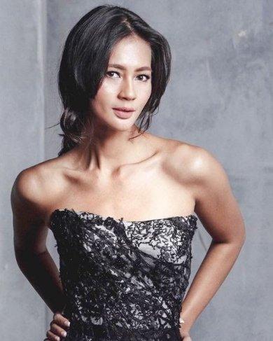 paula Verhoeven Paula lahir pada 18 September 1987. Ia merupakan putri pasangan Eddy Verhoeven yakni pria keturunan Belanda Tionghoa. Sementara ibunya Herlina T merupakan wanita keturunan Jawa-Semarang.