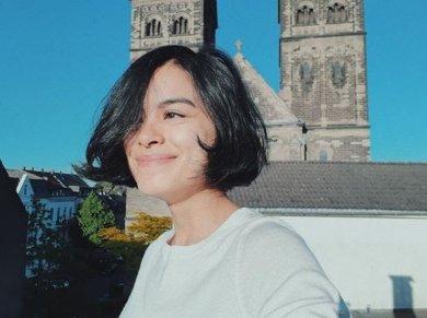 Eva Celia Eva Celia merupakan anak dari pasangan Sophia Latjuba dan Indra Lesmana yang merupakan keturunan Belanda yang lahir pada 21 september 1992. Eva Celia mempunyai darah Belanda-Bugis-Jawa-Jerman-Madura-Minang.Waw lengkap ya.