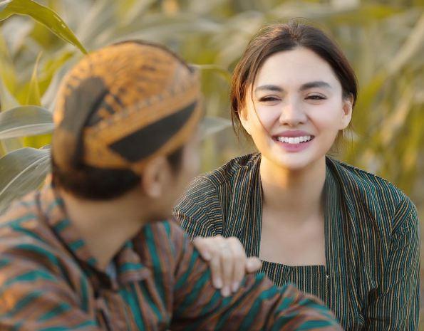 Vicky Shu Vicky Shu sangat manis senyumnya dengan pipi embemnya.