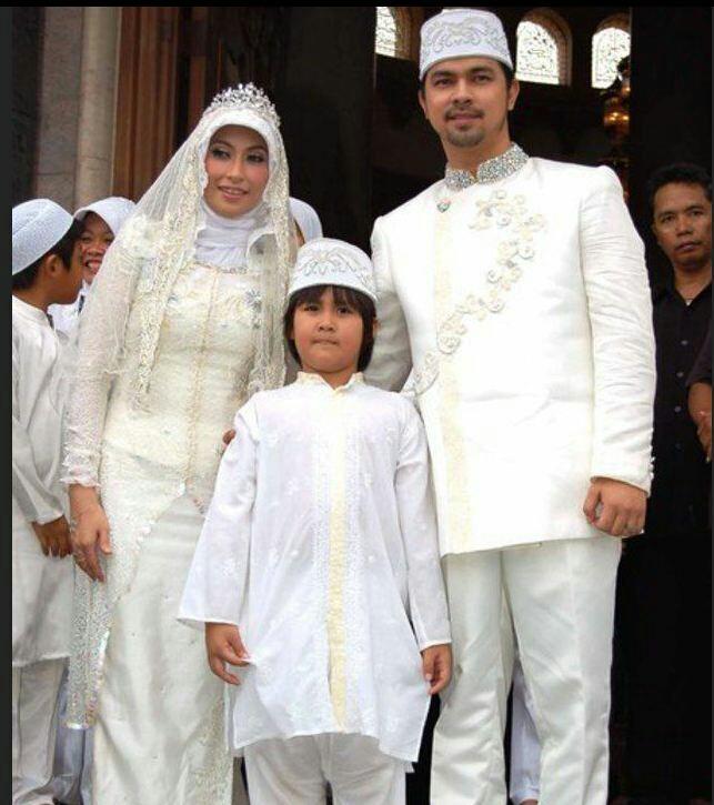 Bak perkawinan raja raja nuansa putihnya bikin sakral, Anissa Trihapsari dan Sultan Djorghi yang langgeng sampai sekarang.