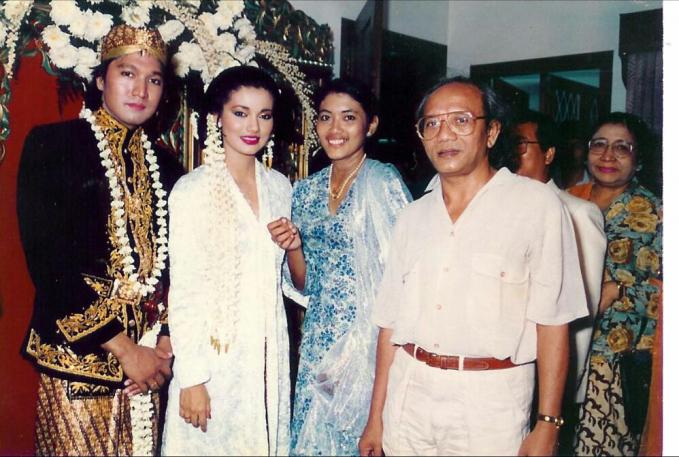 Ini juga vintage banget. Perkawinan Ikang Fawzi dengan Marissa Haque ini masih langgeng sampai anak mereka sudah dewasa sekarang ini.
