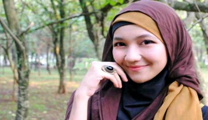 Serang Kota ini terkenal sebagai kota yang diincar untuk mendalami ilmu agama Islam, dan terbukti banyak ulama Indonesia yang menimba ilmu di kota ini. Dan otomatis para wanitanya juga taat dalam bwragama.
