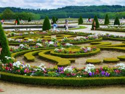 10 Taman Bunga Tercantik di Dunia. Bikin Hati Berbunga Bunga