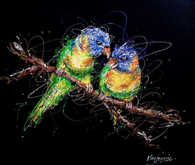 Jadi lukisan sepasang burung love bird yang keren dengan beragam warna-warni indah.