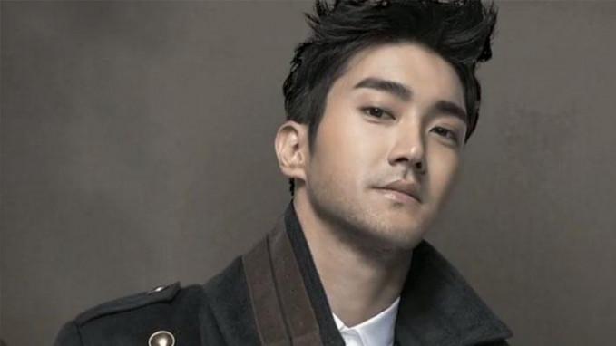 Choi Siwon - Jebolah Gorup Musik Super Junior ini saat ini tidak hanya sebagai penyanyi, kini dia sebagai aktor dan model yang memiliki kekayaan 32 Juta Dolar AS