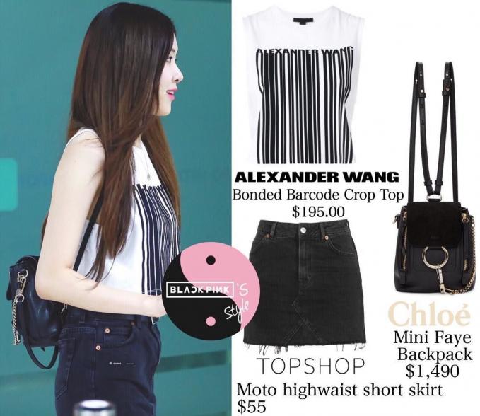 Tampil santai Rose melengkapi outfitnya dengan mini faye blackpack dari Cloe seharga Rp. 21,6 juta.
