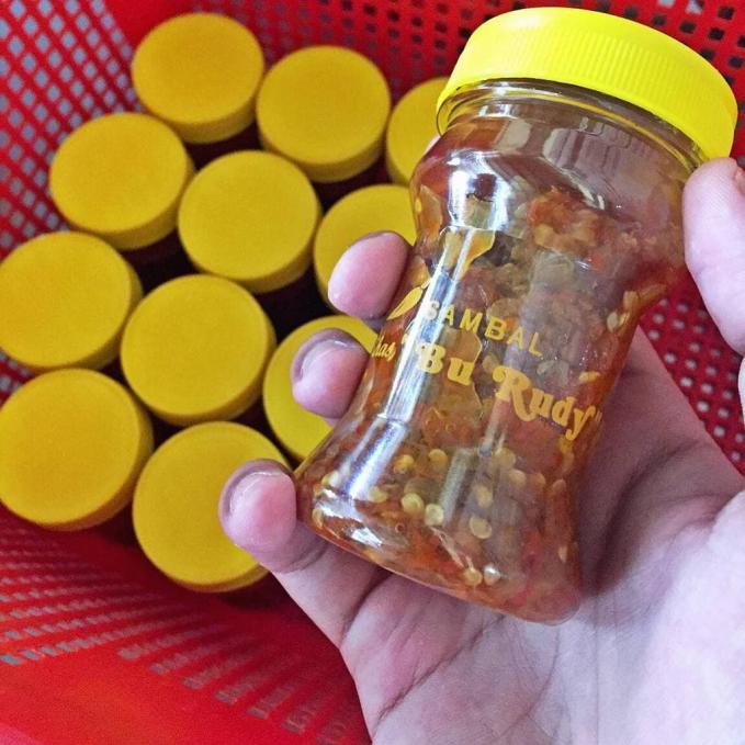 Sambal Bu Rudy Perbotol sambal ini di jual seharga Rp 25.000. kalian bisa beli di Jalan Dharmahusada 140 Surabaya.
