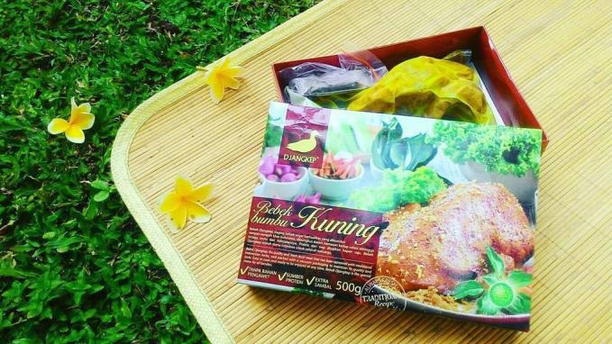 Bebek Djangkep makanan ini bisa di temukan di pusat oleh-oleh dengan harga Rp 110.000/ekor.
