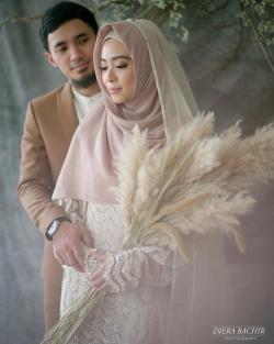 7 Foto Pemotretan Lindswell dan Hulaefi yang Bikin Netizen Baper