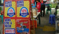 Kompilasi Tulisan Paling Gokil di Stand Para Penjual Makanan