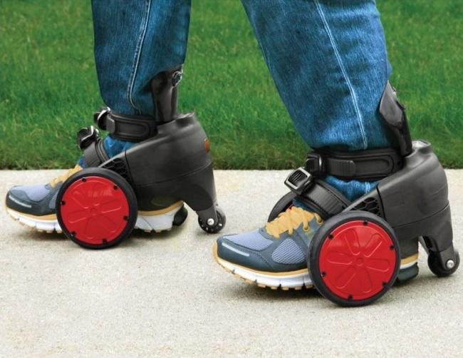 Dengan sepatu roda elektrik ini membuat jalan kaki lebih cepat dan nyaman, nggak perlu capek-capek lagi.