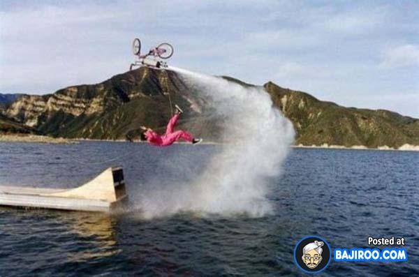alau tanpa perhitungan yang matang, bakalan kayak gini nih jadinya. Terpelanting nggak karuan karena nggak bisa ngatur kecepatan.
