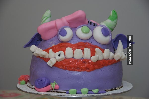 Ditambah lagi dengan gigi-gigi seram begini.