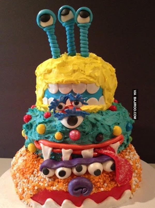 Coba tebak, kira-kira ini monster apa saja yang ada dalam kuenya gengs?. Waduh, jadi bingung deh Pulsker setelah ngeliat kue-kue ulang tahunnya. Keren-keren semua sih. Dipotong nggak nih ya enaknya?. Nggak dipotong tapi kepengen, dipotong malah nggak tega.
