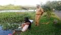Konyol Abis! 9 Potret Nyelenehnya Kelakuan Polisi India Ternyata Nggak Kalah Gokil Seperti di Film Filmnya
