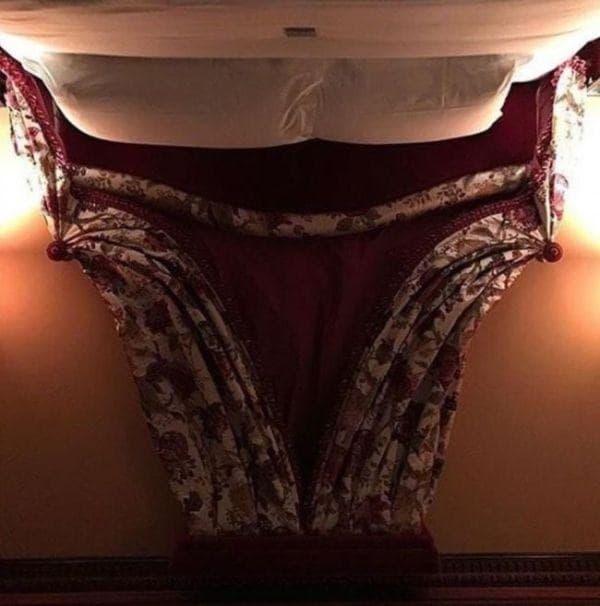 pa yang pertama muncul di benak kalian ngeliat fotonya?. Bukan bermaksud mesum, ini hanyalah tempat tidur yang difoto secara terbalik. Gimana, udah paham sekarang sama foto-fotonya?