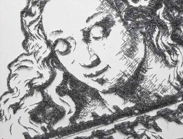 Susunan staples menyerupai wanita lainnya dibuat layaknya sebuah sketsa lukis gaes.