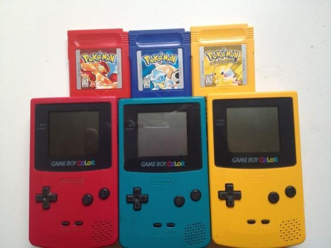 Gameboy Kalau zaman sekarang mungkin setara PSP. Zaman dahulu, jika punya gameboy, kelihatannya keren. Gameboy sendiri dikembangkan oleh Nintendo.