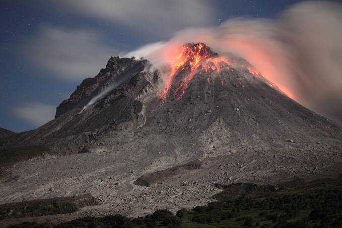 Gunung Unzen di Jepang yang meletus dan mengakibatkan Tsunami yang sangat dahsyat pada tahun 1792