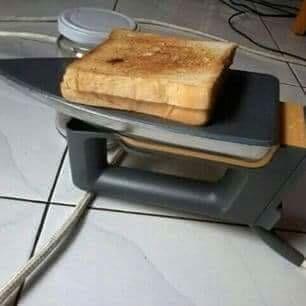 Nggak ada panggangn roti, pakai setrika juga bisa lhoo.