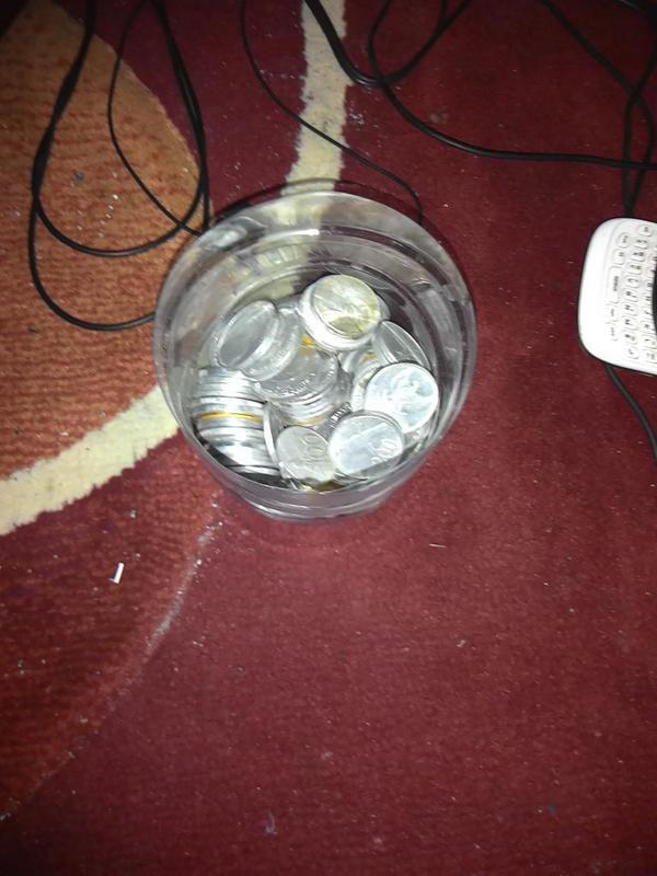 Mengumpulkan uang receh yang kelak berguna ketika tanggal tua.