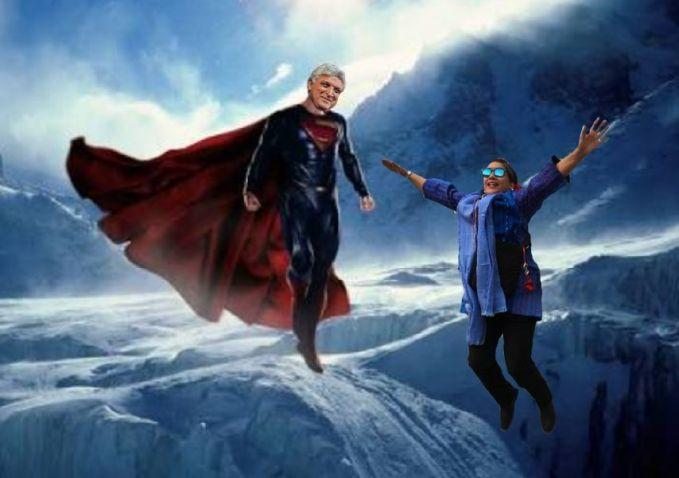 Akhirnya, setelah berjuang dan bekerja keras ketemu juga sama Superman di angkasa.