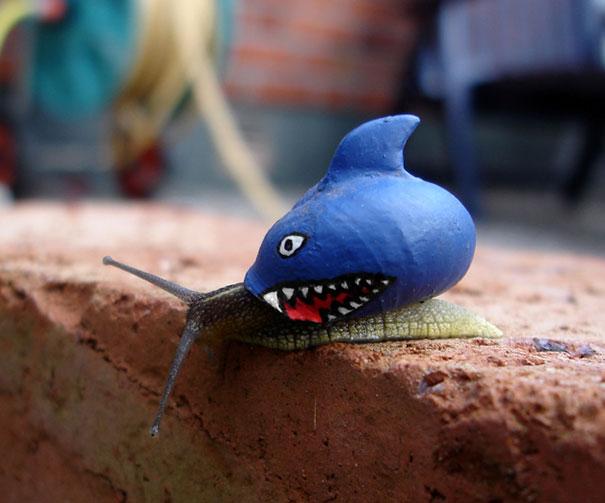 Seolah siputnya lagi ditelan mentah-mentah sama sosok hiu berwarna biru ini Pulsker.