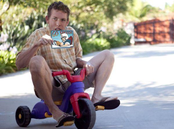 Waduh, kalau ketahuan sama anaknya pasti marah tuh sepedanya dipakai sama sang ayah.