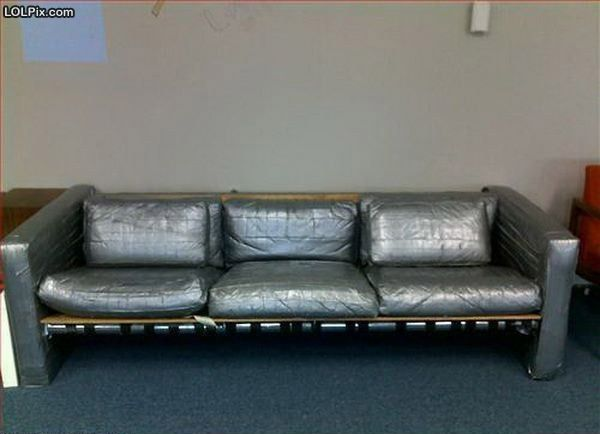 Cara kreatif untuk menambal sofa yang bolong dan robek.