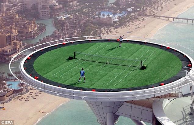Burj Al Arab Hotel, Dubai Selain fasilitas hotel yang serba mewah hotel yang berada di gedung tertinggi dunia ini juga menampilkan fasilitas unik yang menantang adrenalin. Berada di ketinggian 321 meter lapanhan tenis ini menjadi lapangan tenis pertama yang ada di udara.