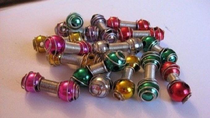 Jepit spiral Meskipun cara makenya agak susah, tapi cewek jaman dulu senang membeli benda ini.