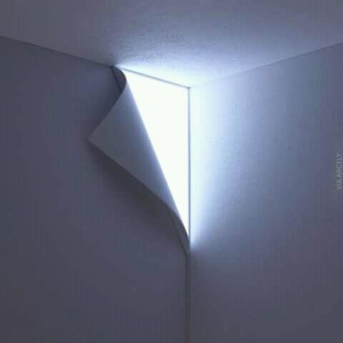 Asli nipu penglihatan kita Pulsker. Seolah temboknya terkelupas dan ada seberkas cahaya dibalik tembok.