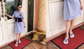 Inul Daratista Sandal jepit yang dikenakan Inul ini sepintas biasa saja, tapi tau nggak harga sandal merk Dolce Gabbana ini dibandrol Rp 1,5 juta